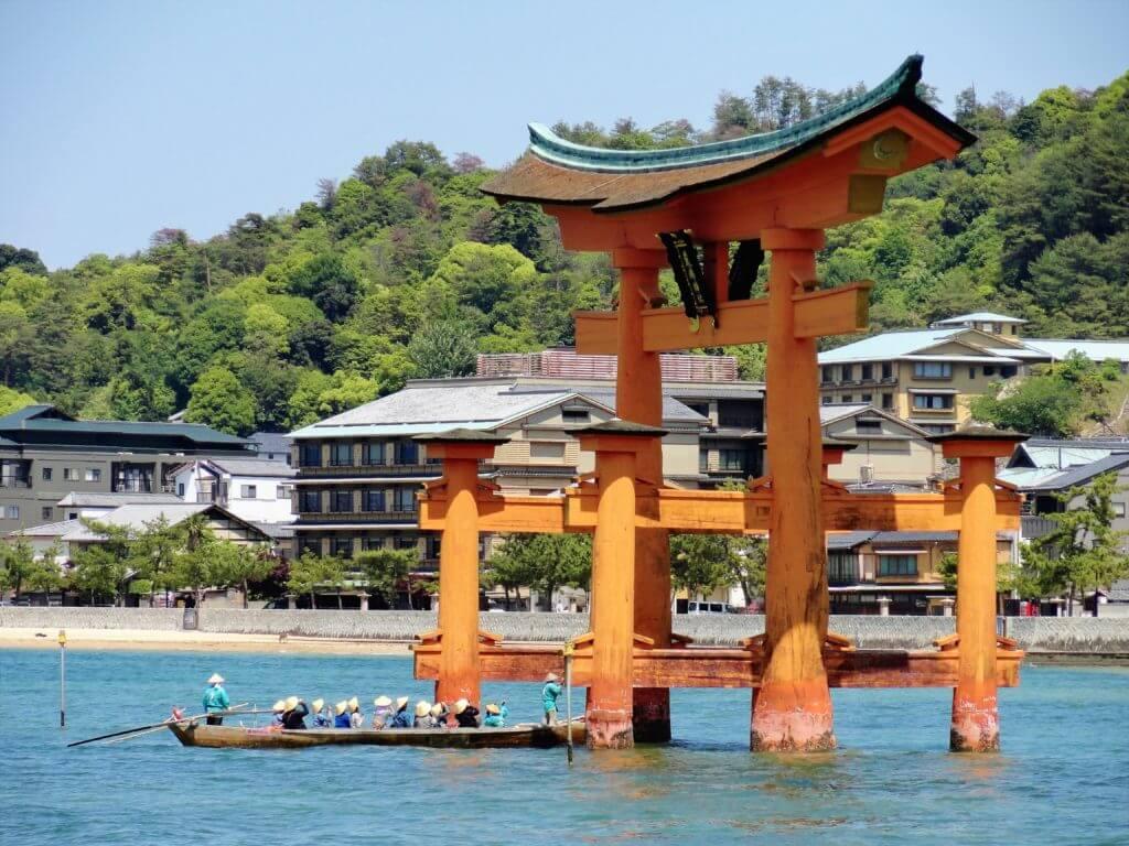 Miyajima Tor im Wasser - Japan Reiseroute