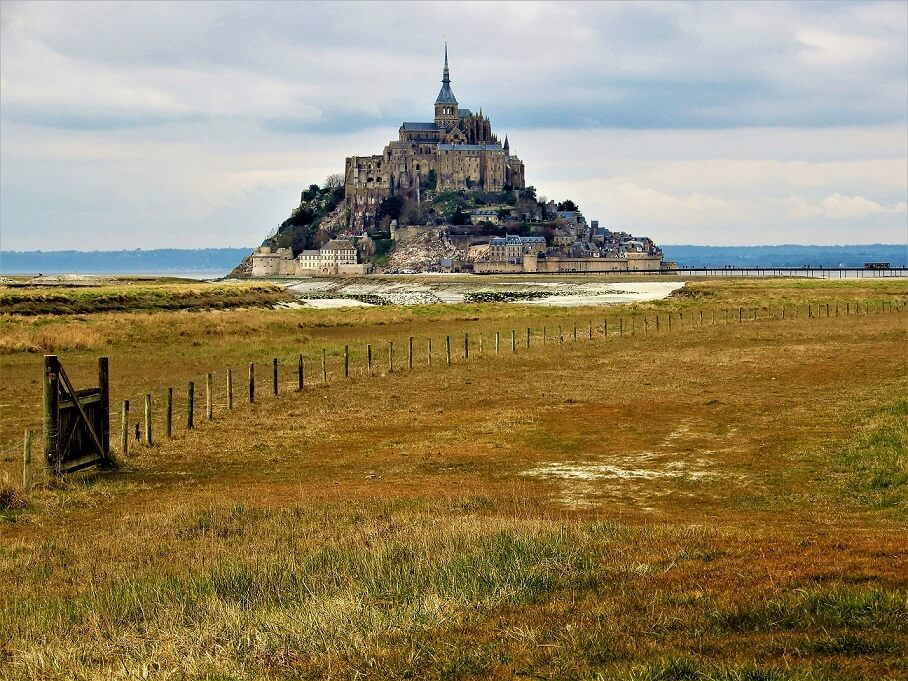 Mont Saint Michel aus der Ferne