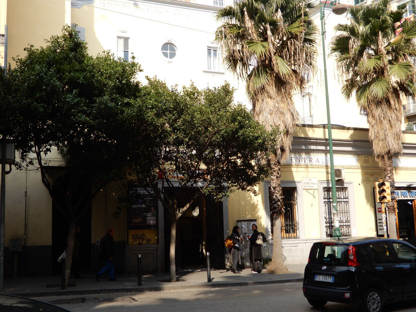 Eingang Funicolar Standseilbahn in Neapel