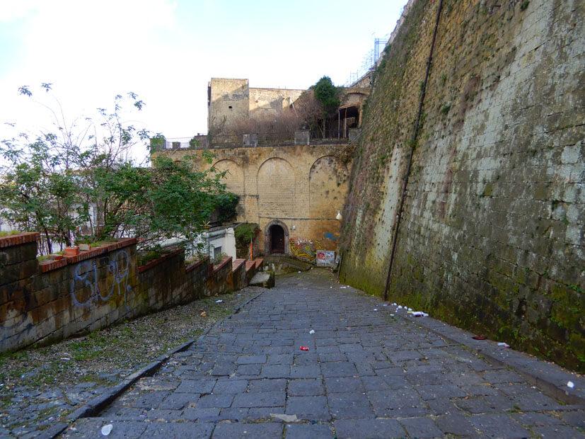 Weg von der Burg Elmo nach unten