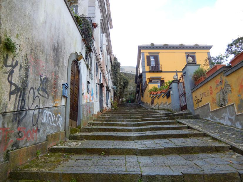 Weg in die Altstadt Neapel