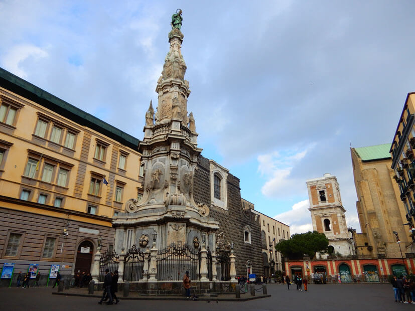 Monument Obelisco dell'Immacolata - Neapel Sehenswürdigkeiten