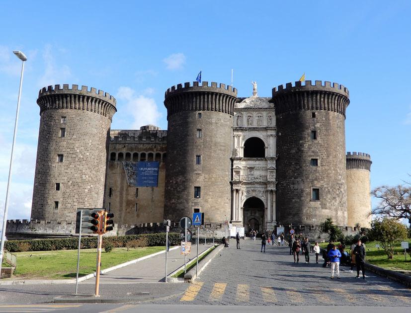 Neapel Sehenswürdigkeiten: Castel de Nuevo