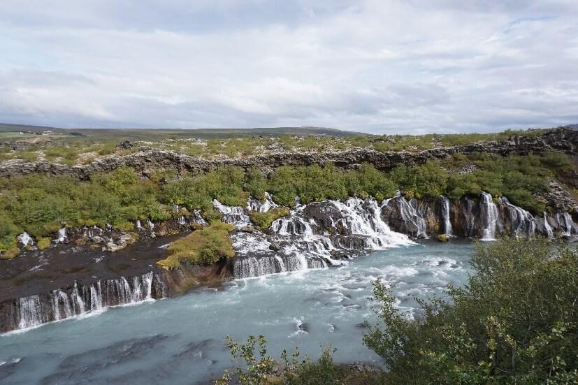 Wasserfälle Hraunfossar und Barnafossar