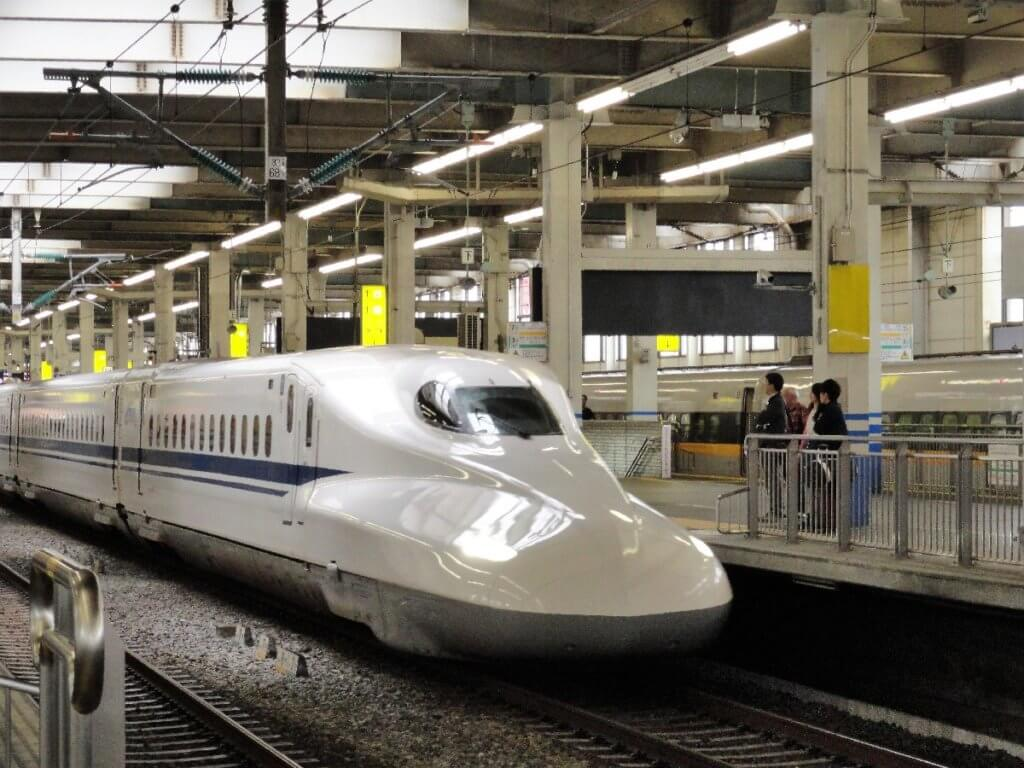 Zug fahren in Japan