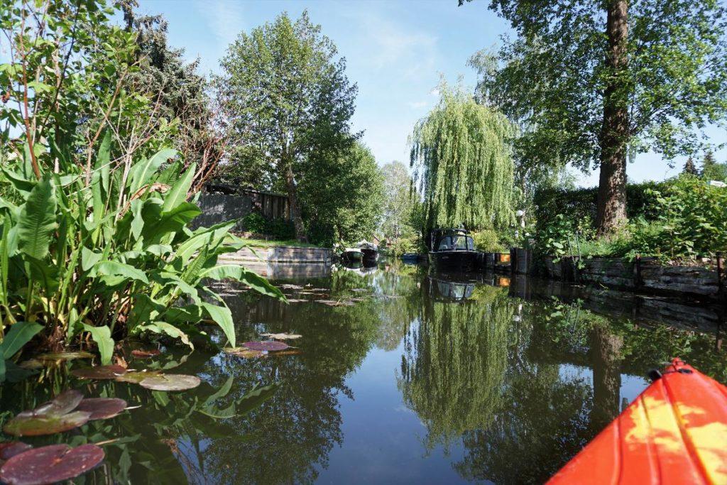 Neu venedig Kanal mit Kajak