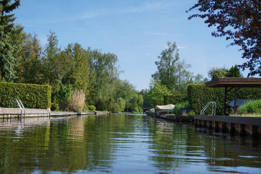 Kanal mit Booten