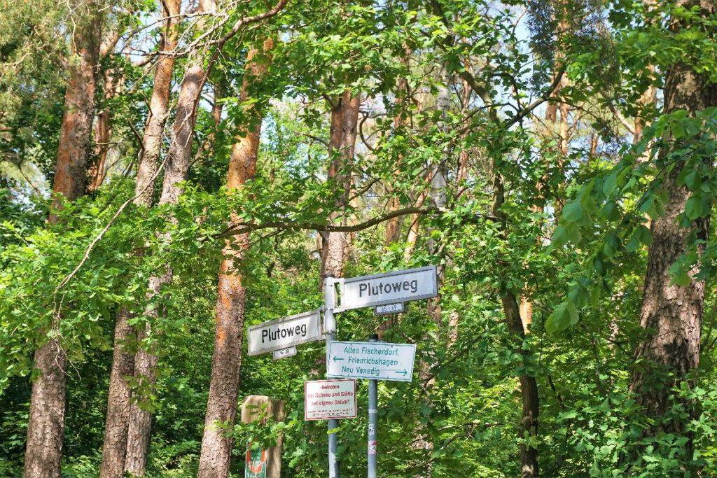 Schilder in Rahnsdorf