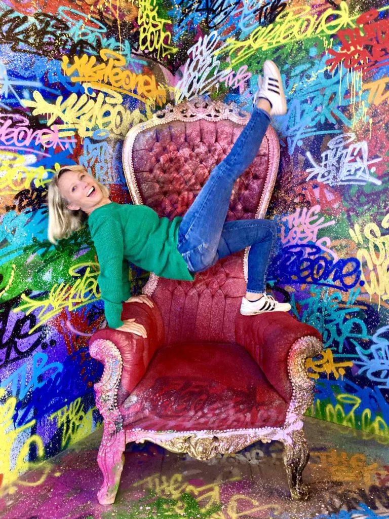 Graffitistuhl Studio of Wonders Berlin