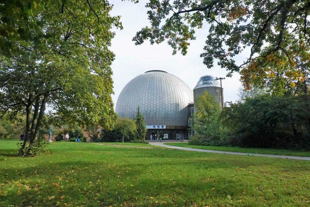 Planetarium im Herbst