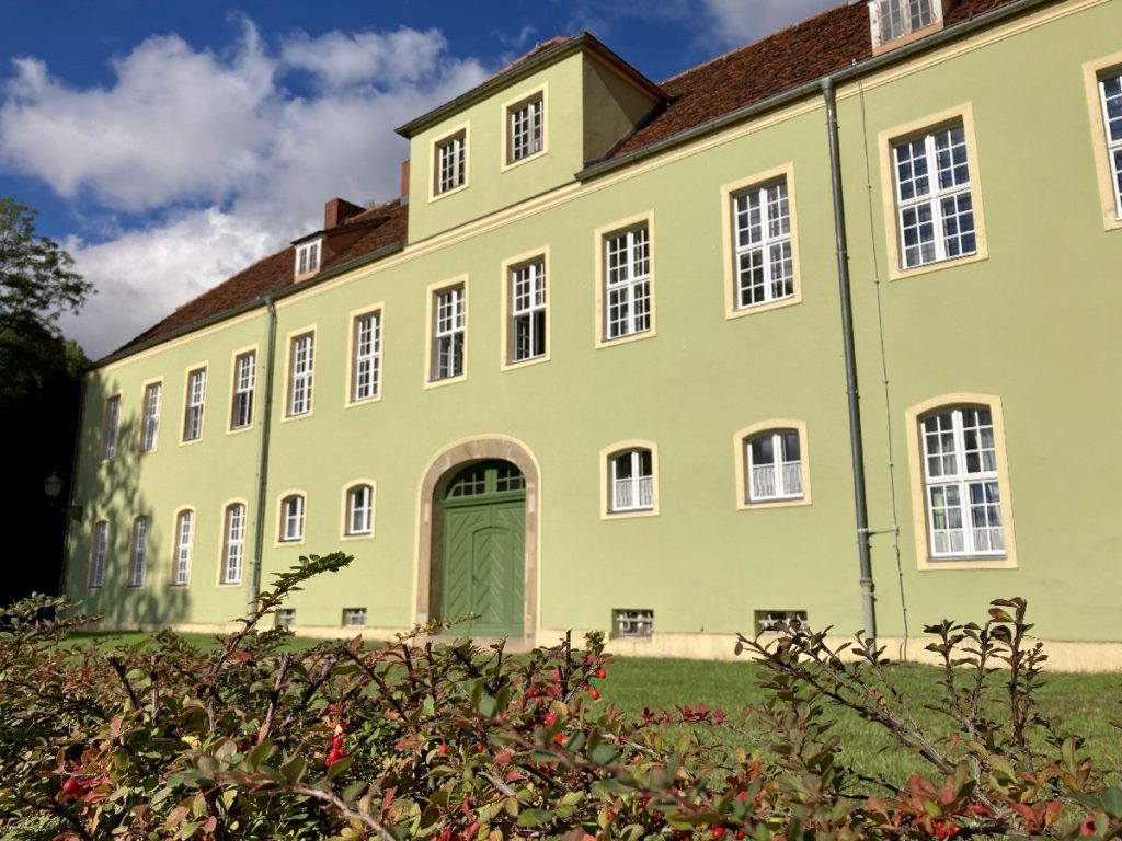 Grünes Haus beim Spaziergang Potsdam