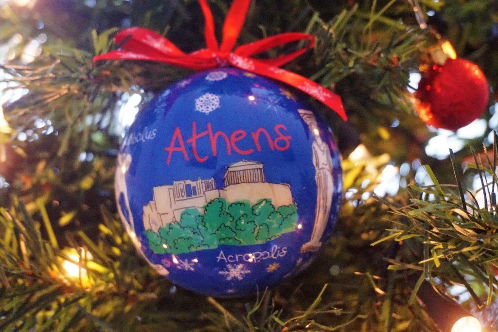 Athen Reisemomente am Weihnachtsbaum