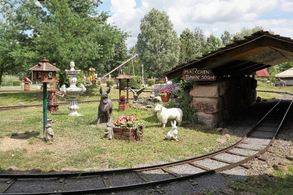 Märchenbahn im Dinopark Germendorf