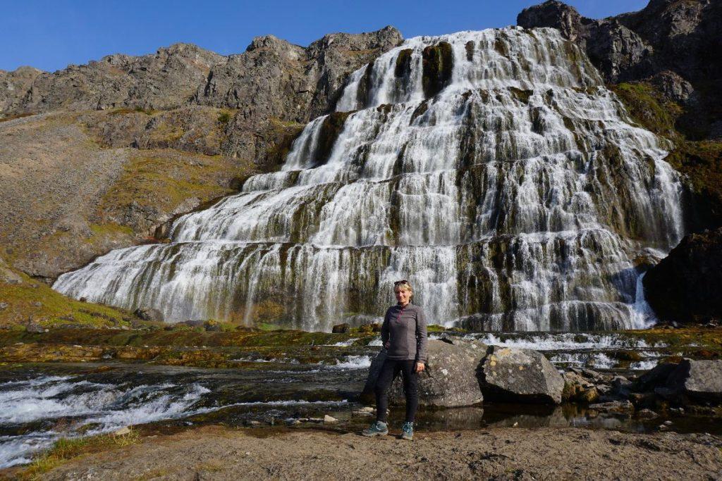vor dem Wasserfall