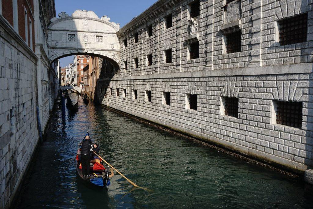 Seufzerbrücke Gondel in Venedig