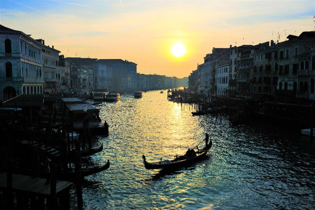Venedig Gondelfahrt abends